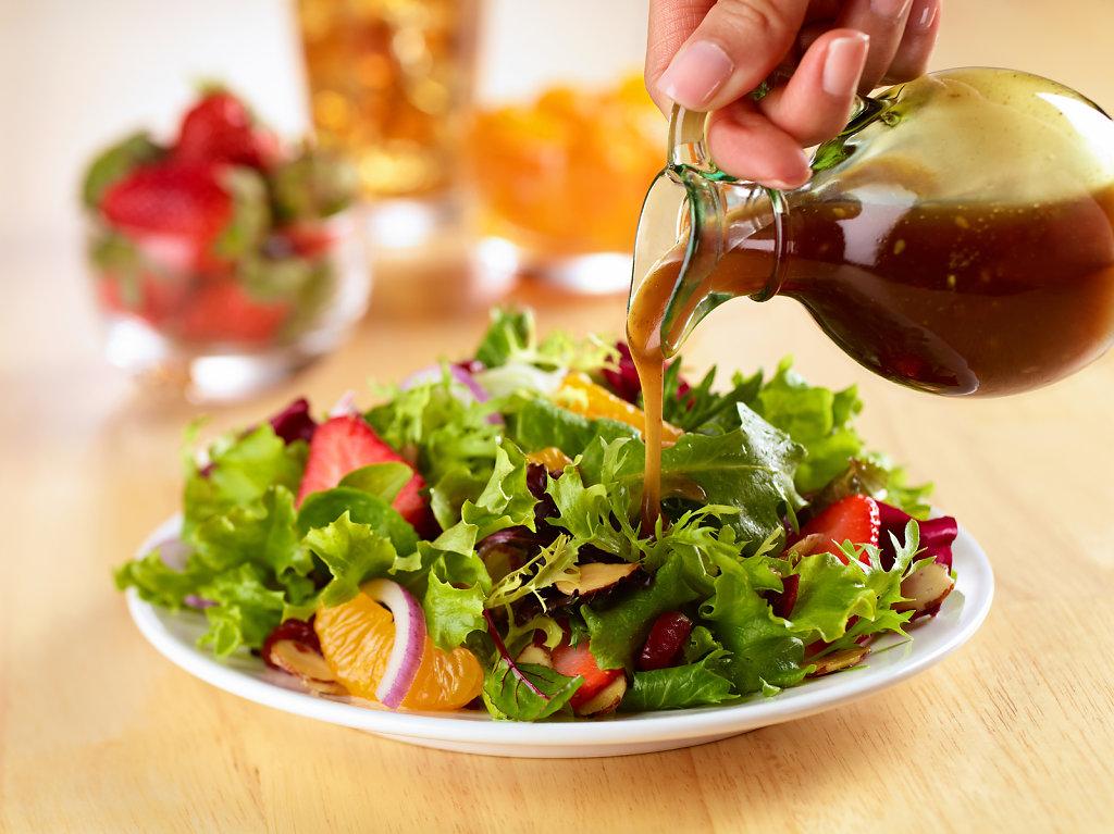 Salad-Dressing-Pour-01.jpg