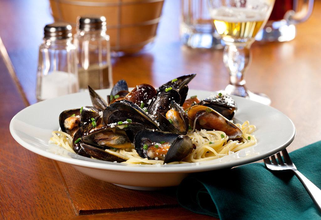 Duffys-Spaghetti-W-Mussels-Prosecco.jpg